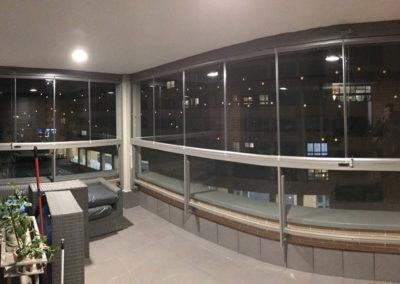 Cerramiento con cortina de vidrio en RAL - Montecarmelo