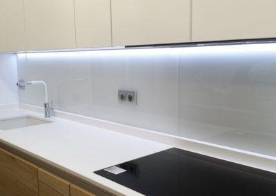 Vidrio Extraclaro blanco en cocina