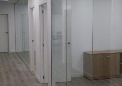 Oficinas vidrio laminado - Av. Manoteras