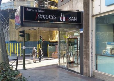 Fachada en Acero inoxidable y Vidrio antirrobo Madrid centro