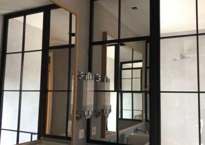 Armarios de baño en hierro lacado negro y vidrio