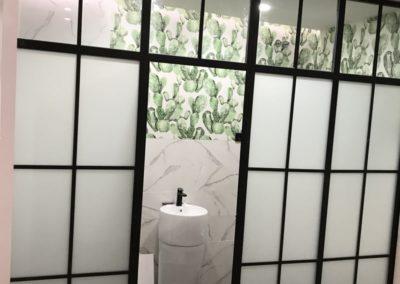 Separación de cuarto de baño en hierro lacado negro y vidrio - Puerta Toledo