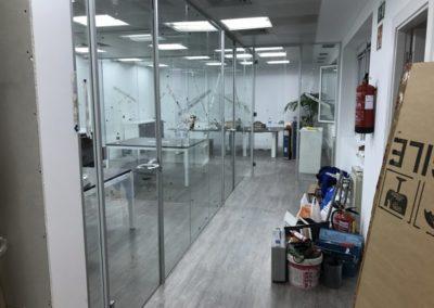 Mamparas con perfilería en aluminio - Calle José Abascal