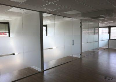 Oficinas vidrio tamplado y laminado - Calle Sor Ángela de la Cruz
